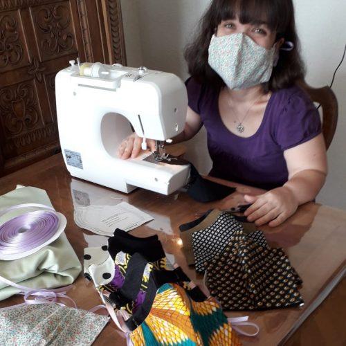 Audrey fabrique des masques 3